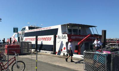 rottnestexpressのボートの写真